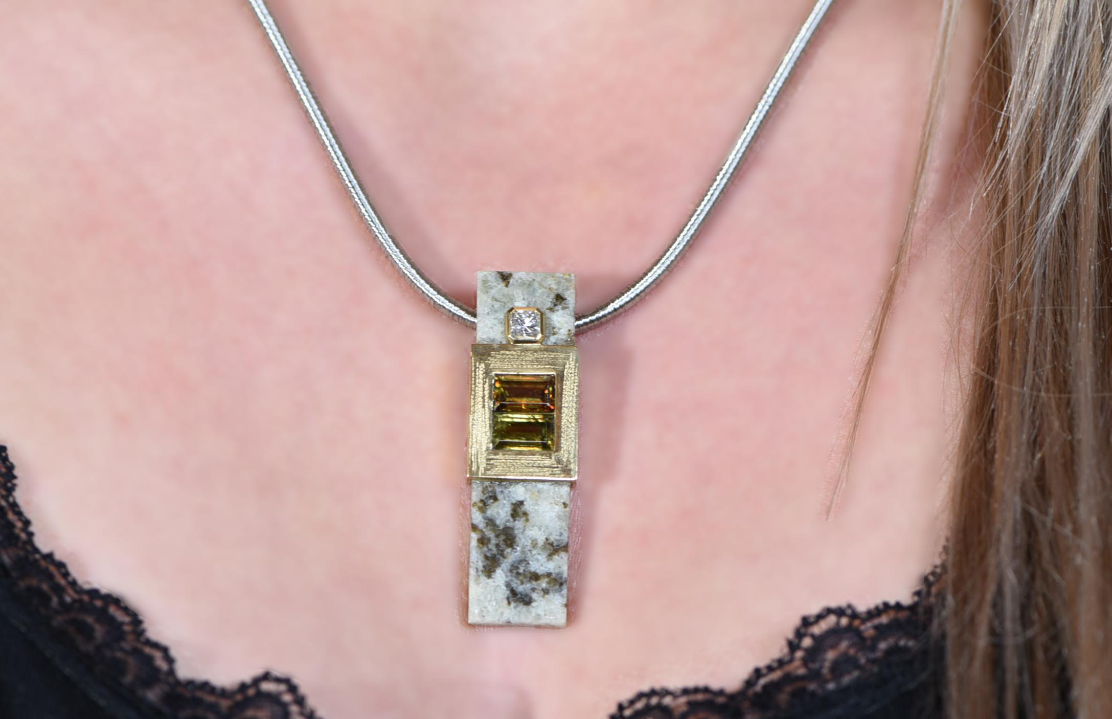 Titanitanhänger mit 18-ct-Gold und Brillant