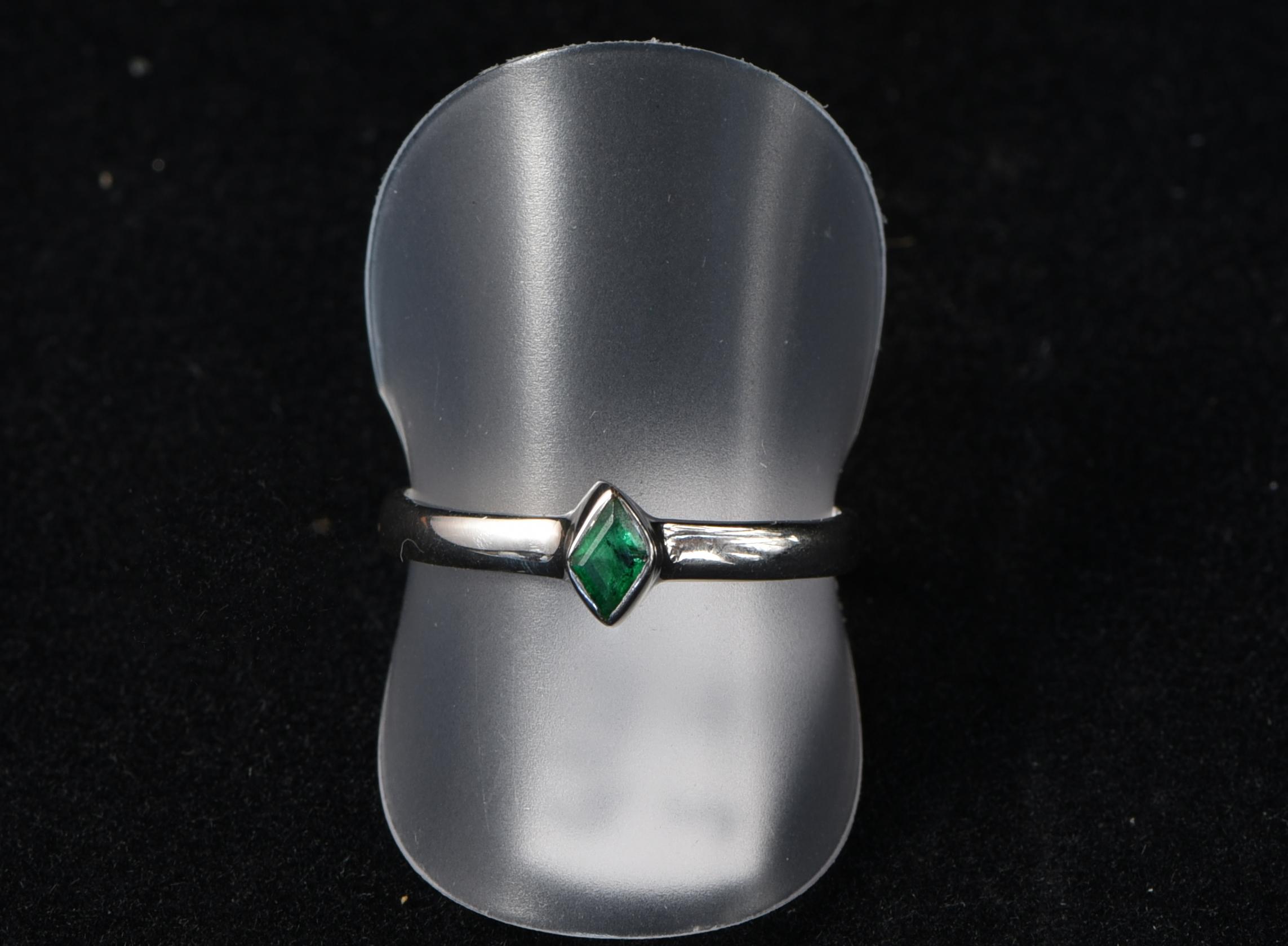 Schlichter Smaragdring (Gr. 60)